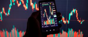 En la imagen un celular con manejo de volumen de información con Big Data como lo ha implementado Seguritech